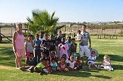 Jens Kunath mit Waisenkindern