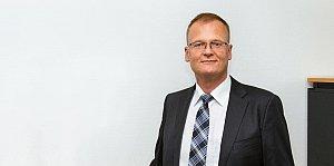 Ein erfahrener Fachanwalt für Arbeitsrecht im Raum Frankfurt am Main setzt sich gleichermaßen für die Rechte von Arbeitnehmern und Arbeitgebern ein.