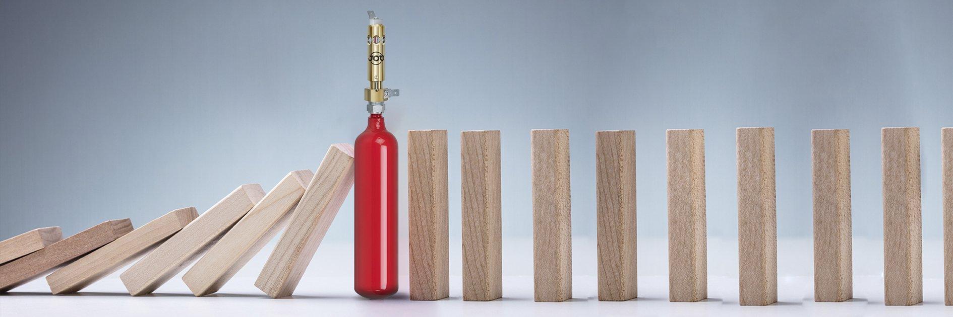 Schnell kann ein Elektrobrand zu Betriebsunterbrechungen führen. Mini-Feuerlöscher stoppen die Brandausbreitung und schützen vor Schäden